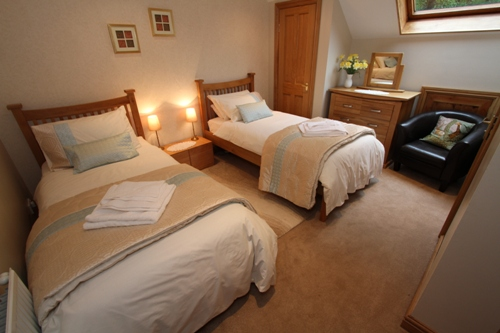 Twin bedroom with ensuite